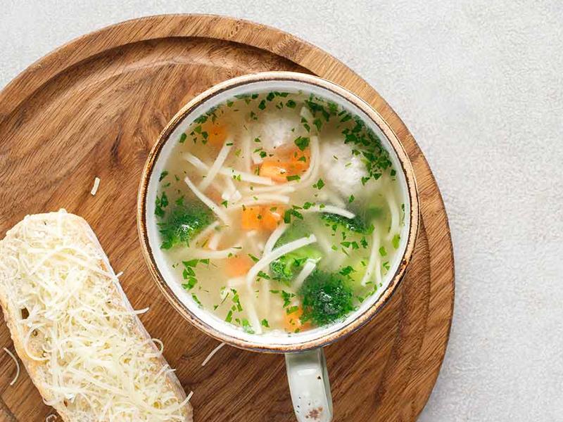 Суп куриный с лапшой и фрикадельками