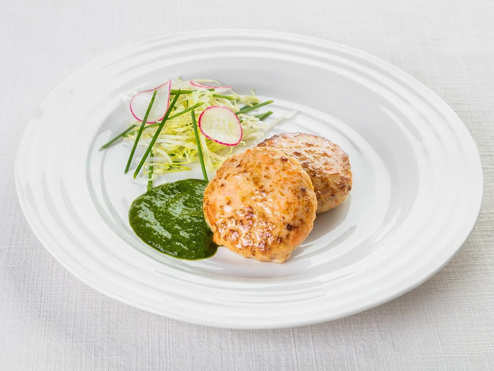 Рыбные котлетки с соусом из рукколы
