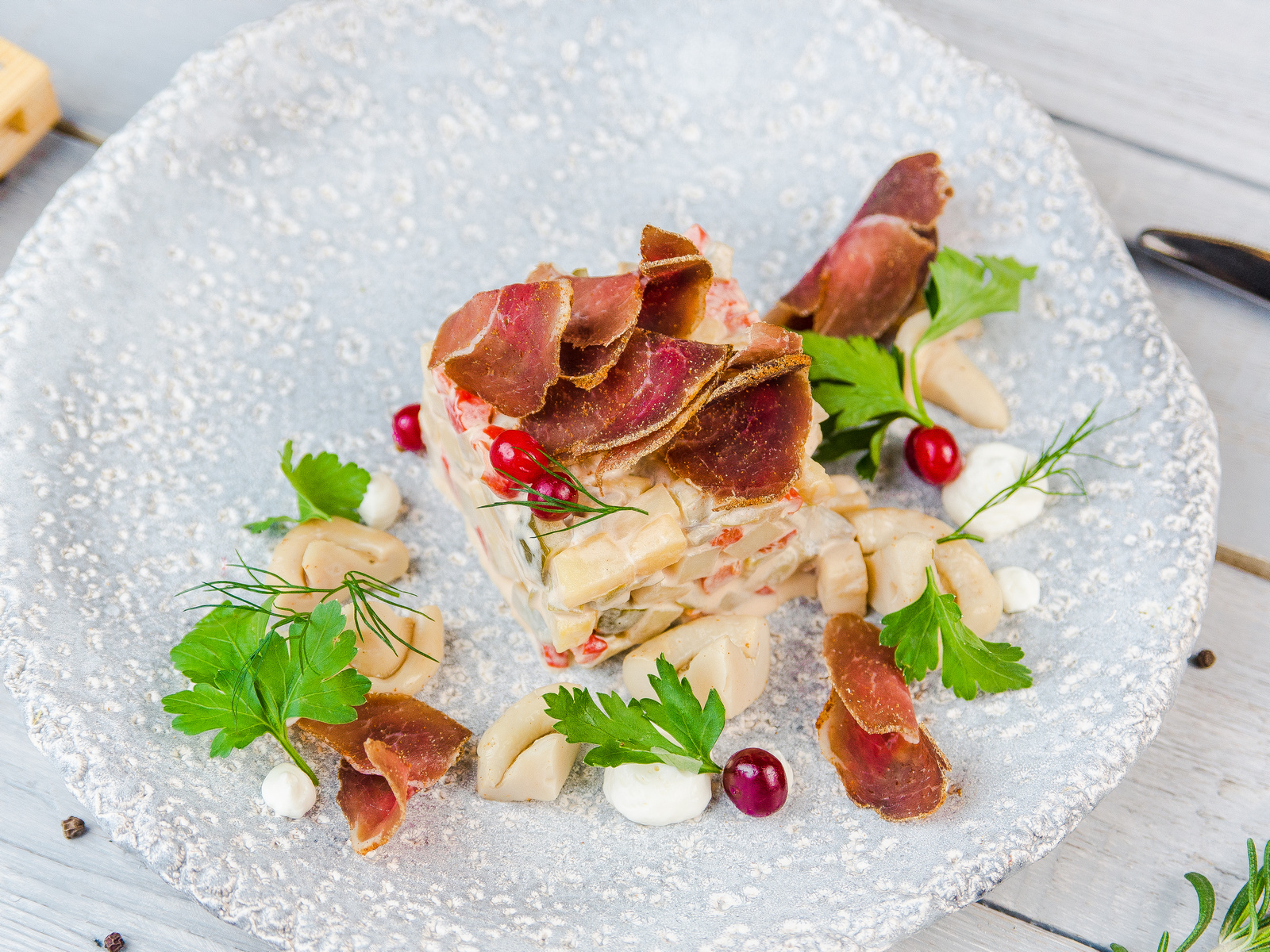 Салат с мясом кабана