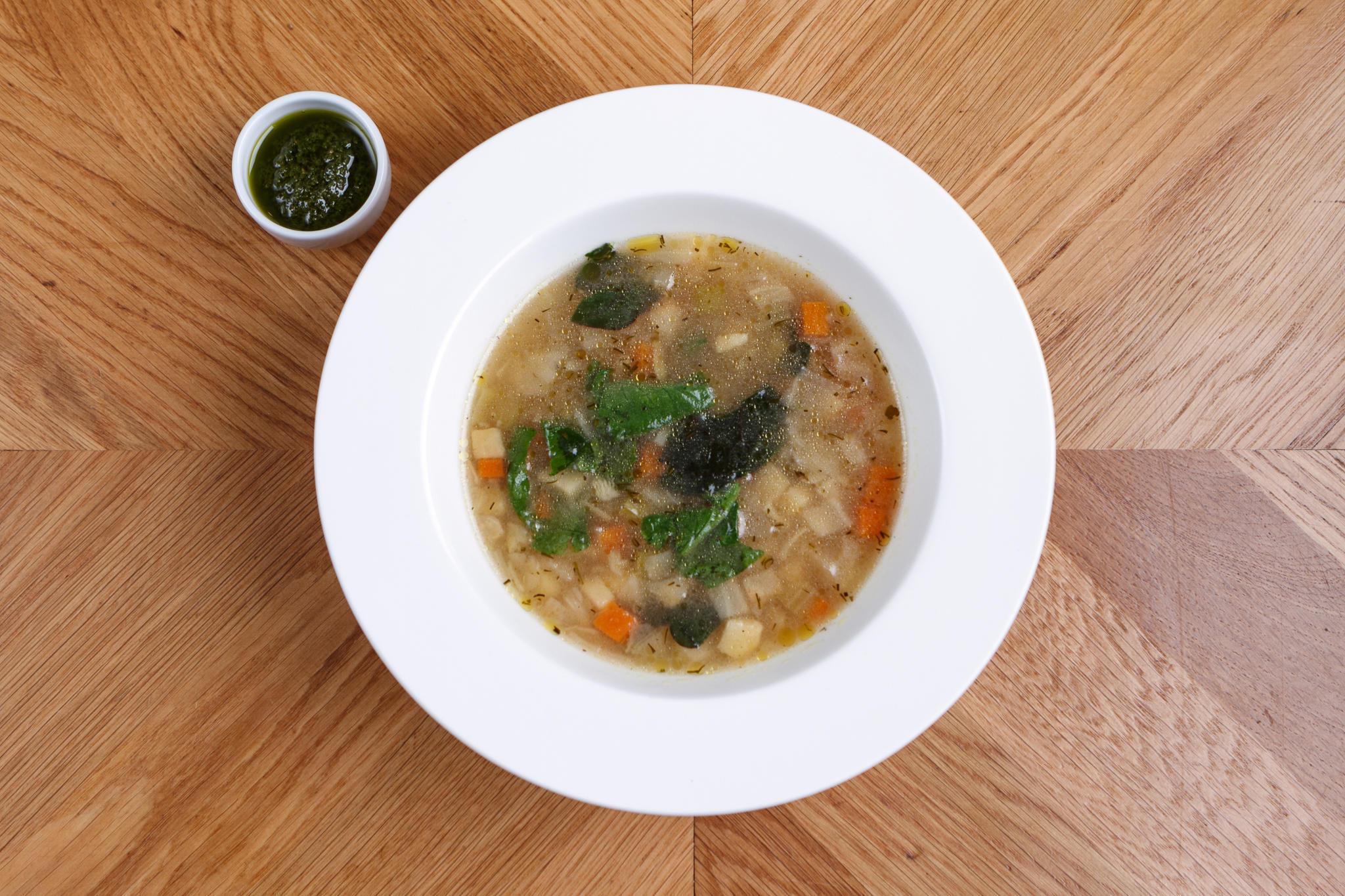 Овощной суп, с цицмати и свекольным листом