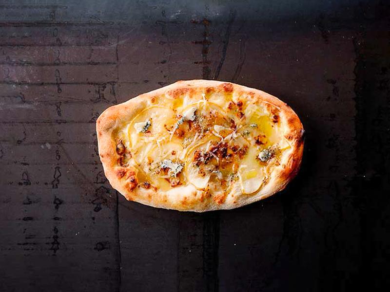 Пицетта с грушей и сыром Блю чиз