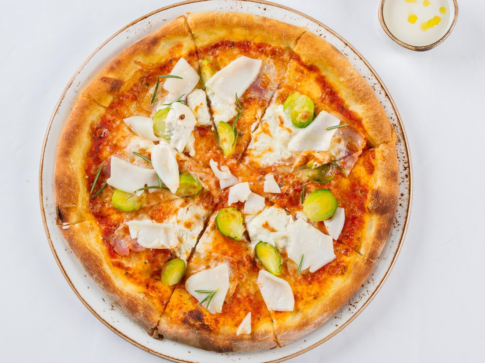 Пицца с кальмаром и беконом
