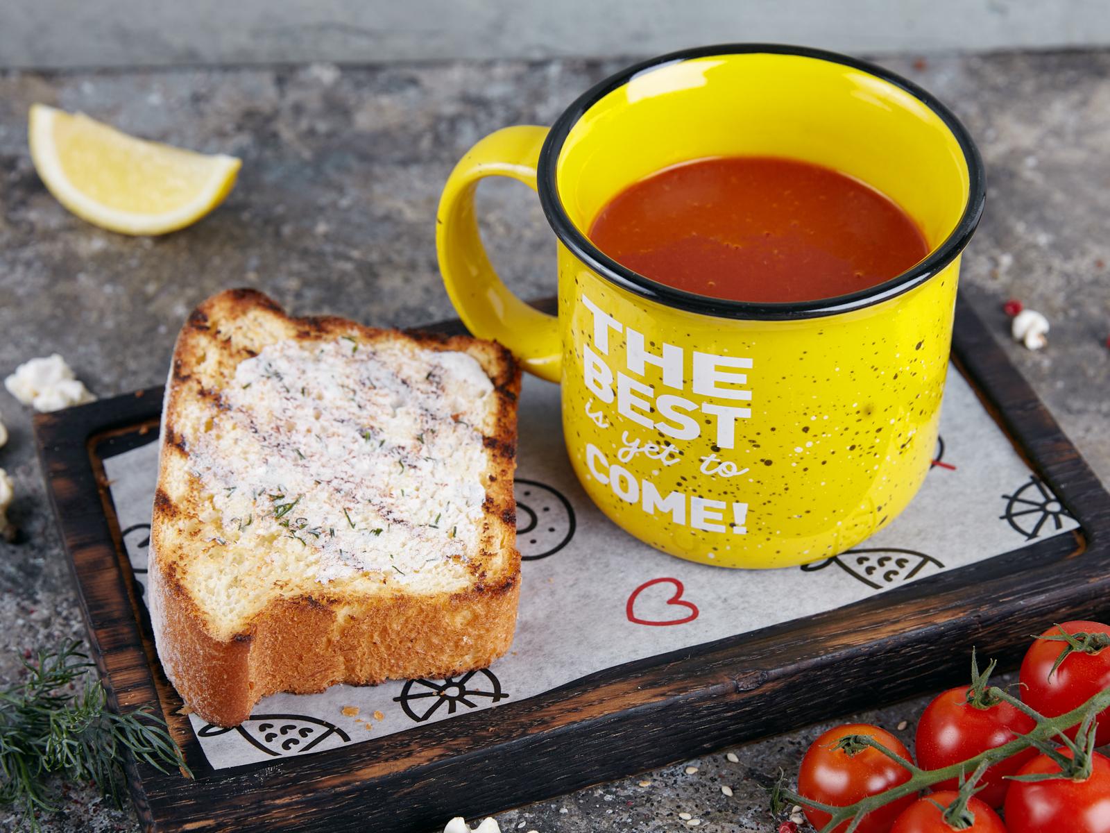 Томатный суп с гренкой