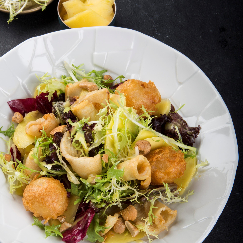 Салат с кальмаром и манговым соусом