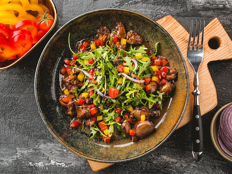 Салат с куриными потрошками