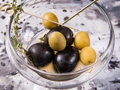 Оливки с маслинами
