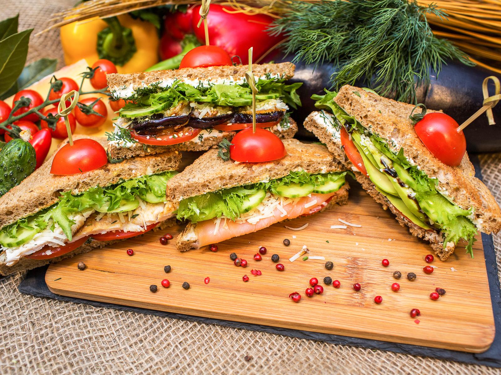 Сэндвич с цыплёнком и сливочным сыром