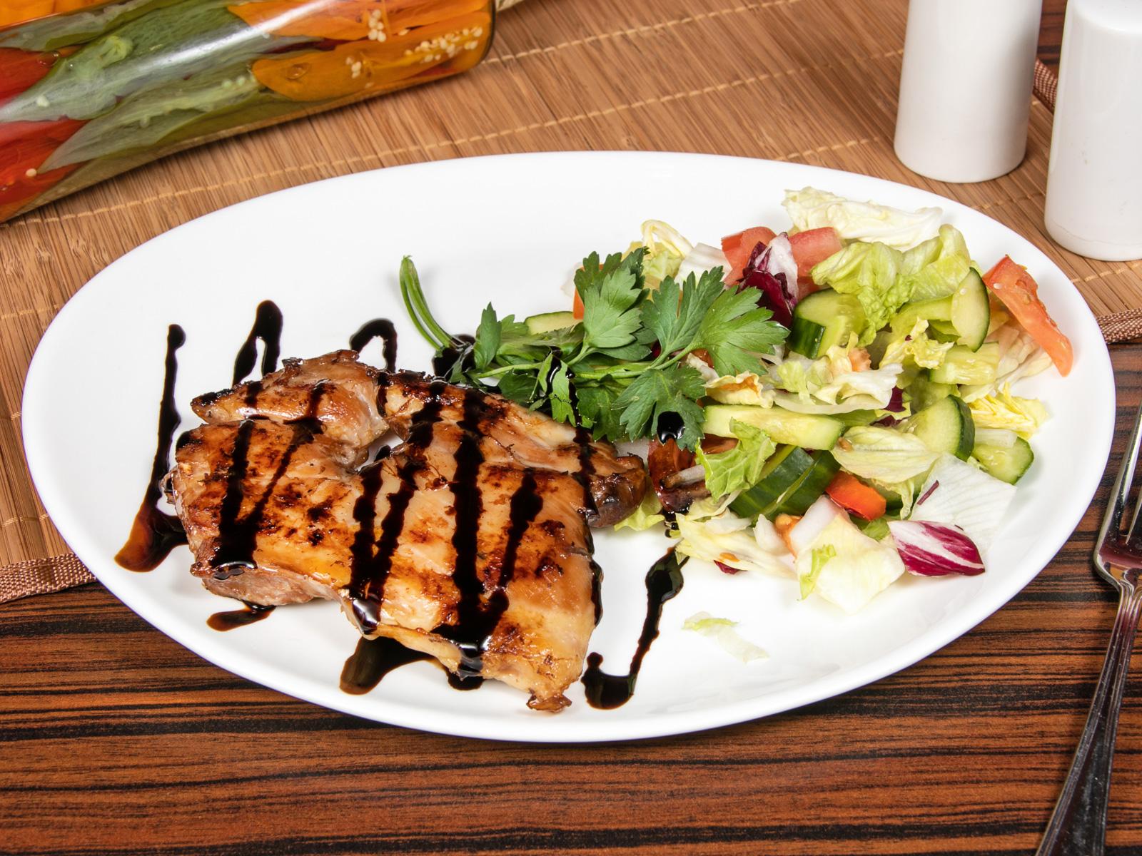 Бедро куриное гриль с овощным гарниром