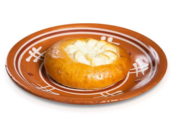 Пирожок печеный сдобный с творогом