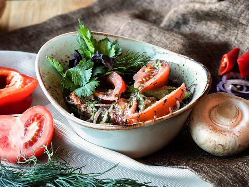 Салат по-грузински с грецким орехом