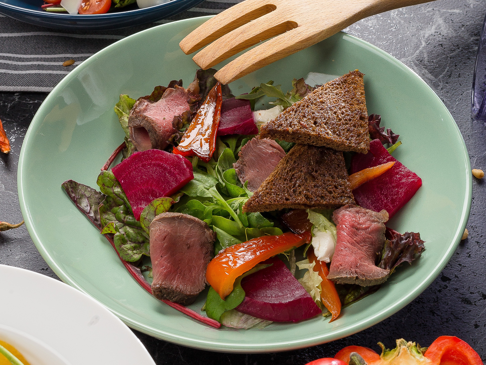 Салат теплый с ростбифом
