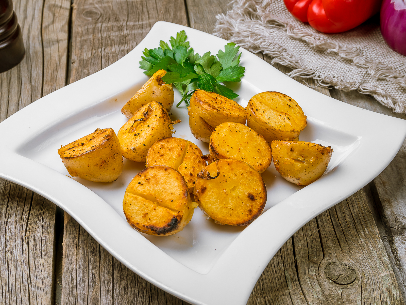 Молодой картофель на мангале