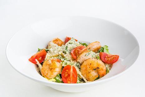 Фирменный салат Цезарь с креветками
