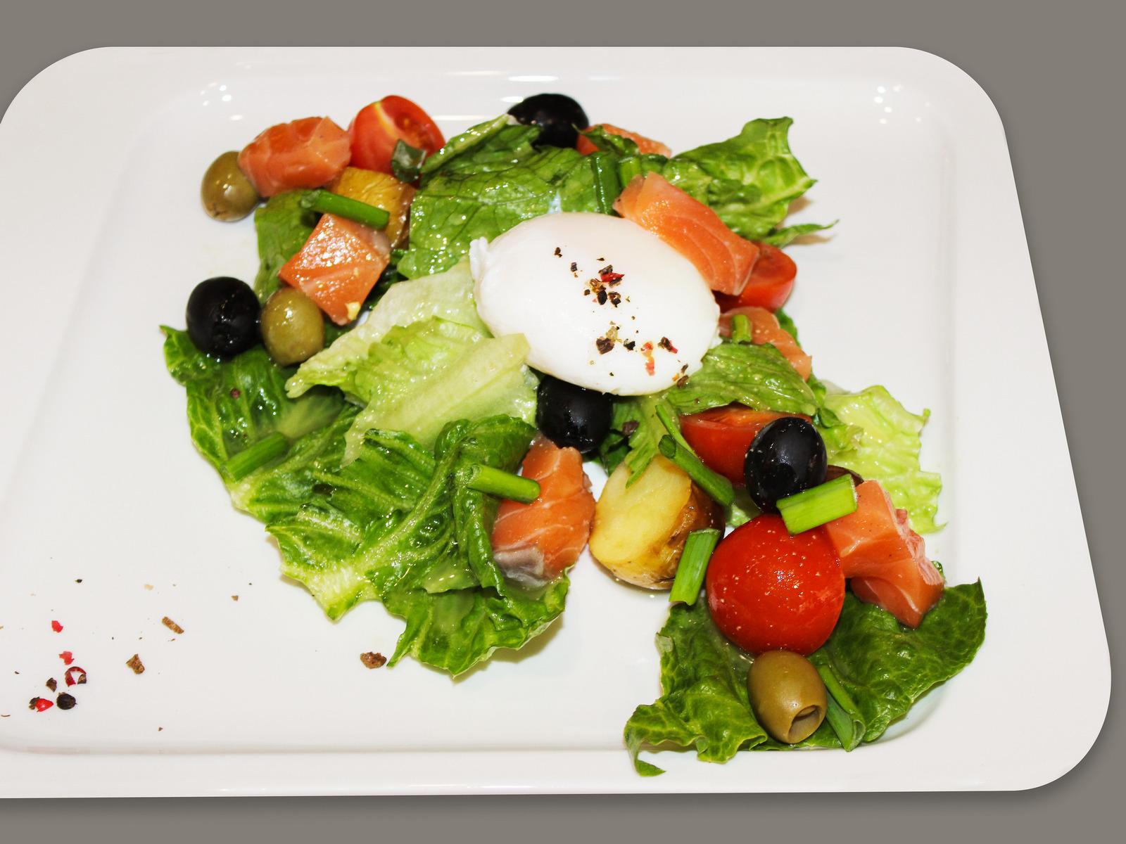 Салат из сёмги с яйцом пашот