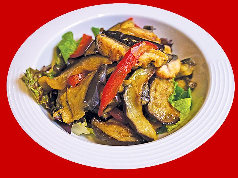 Салат из баклажанов и копченого угря