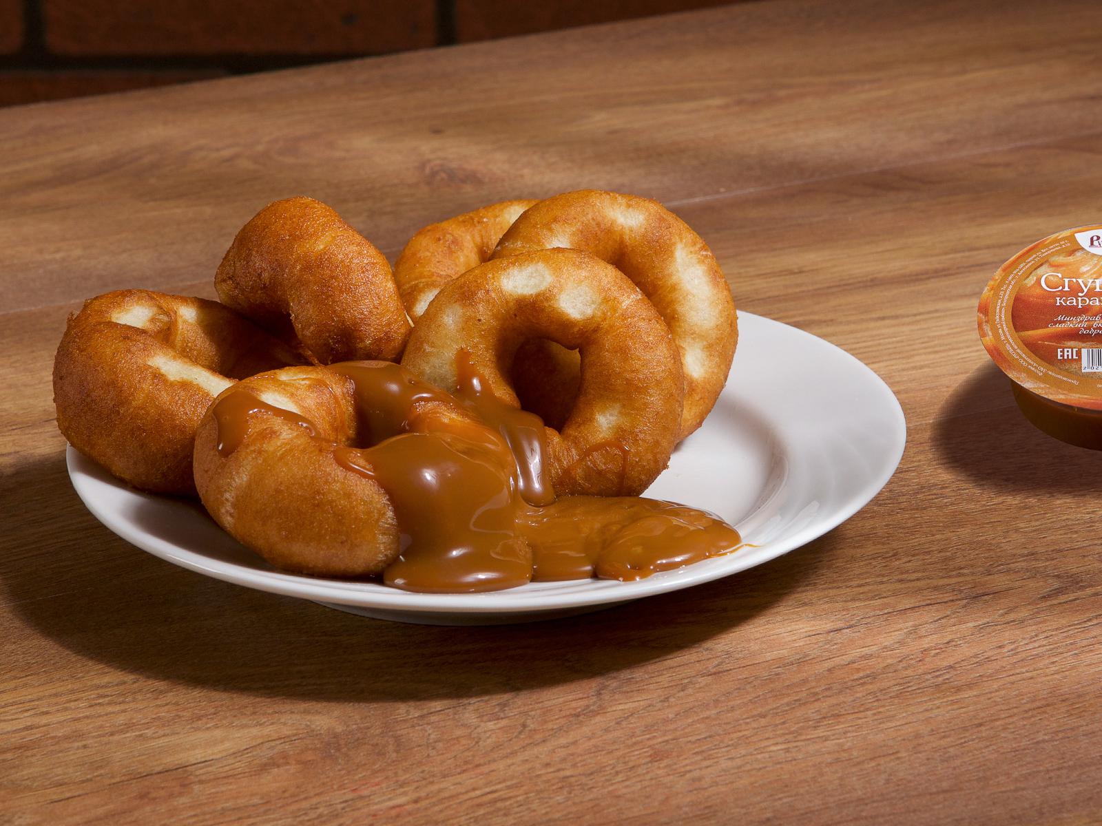 Пончики с карамельной сгущенкой