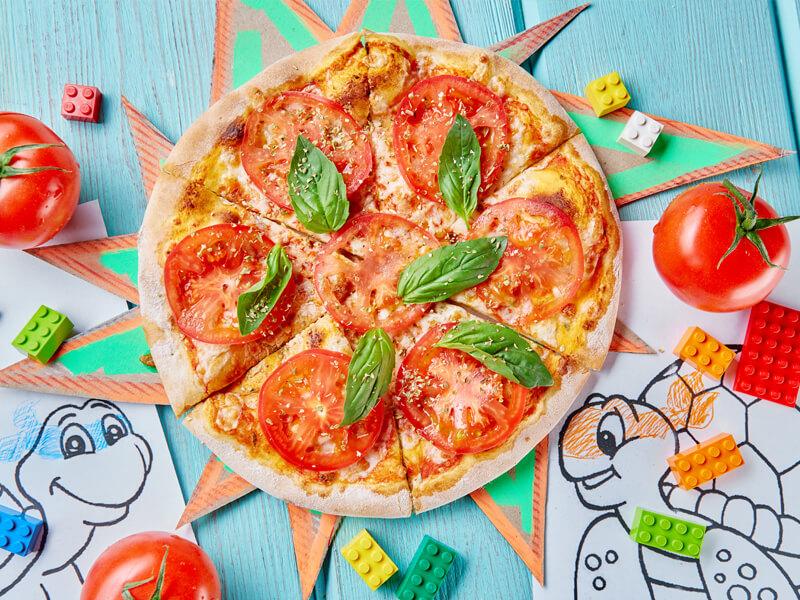 Пицца с помидорами и базиликом Леонардо