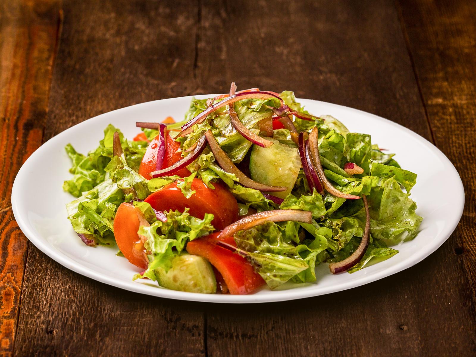 Салат Микс из овощей и зелени