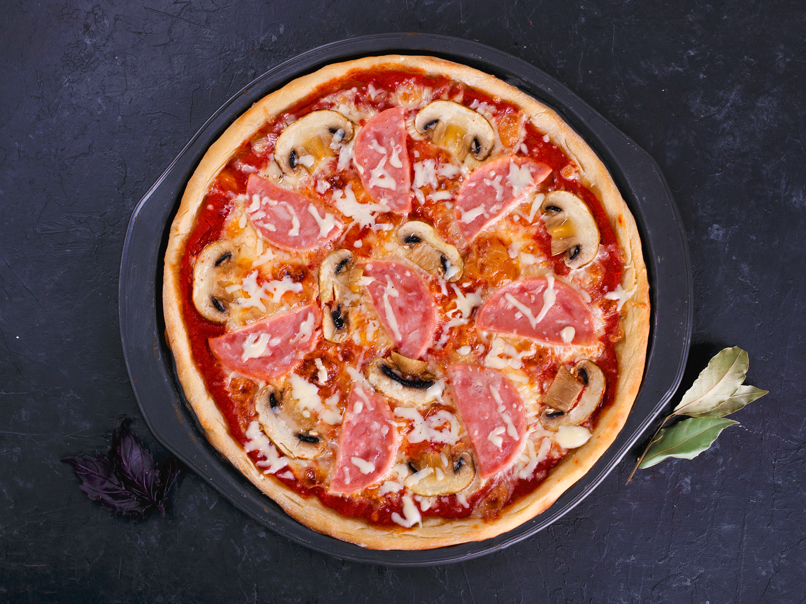 Пицца Ветчина сыр грибы