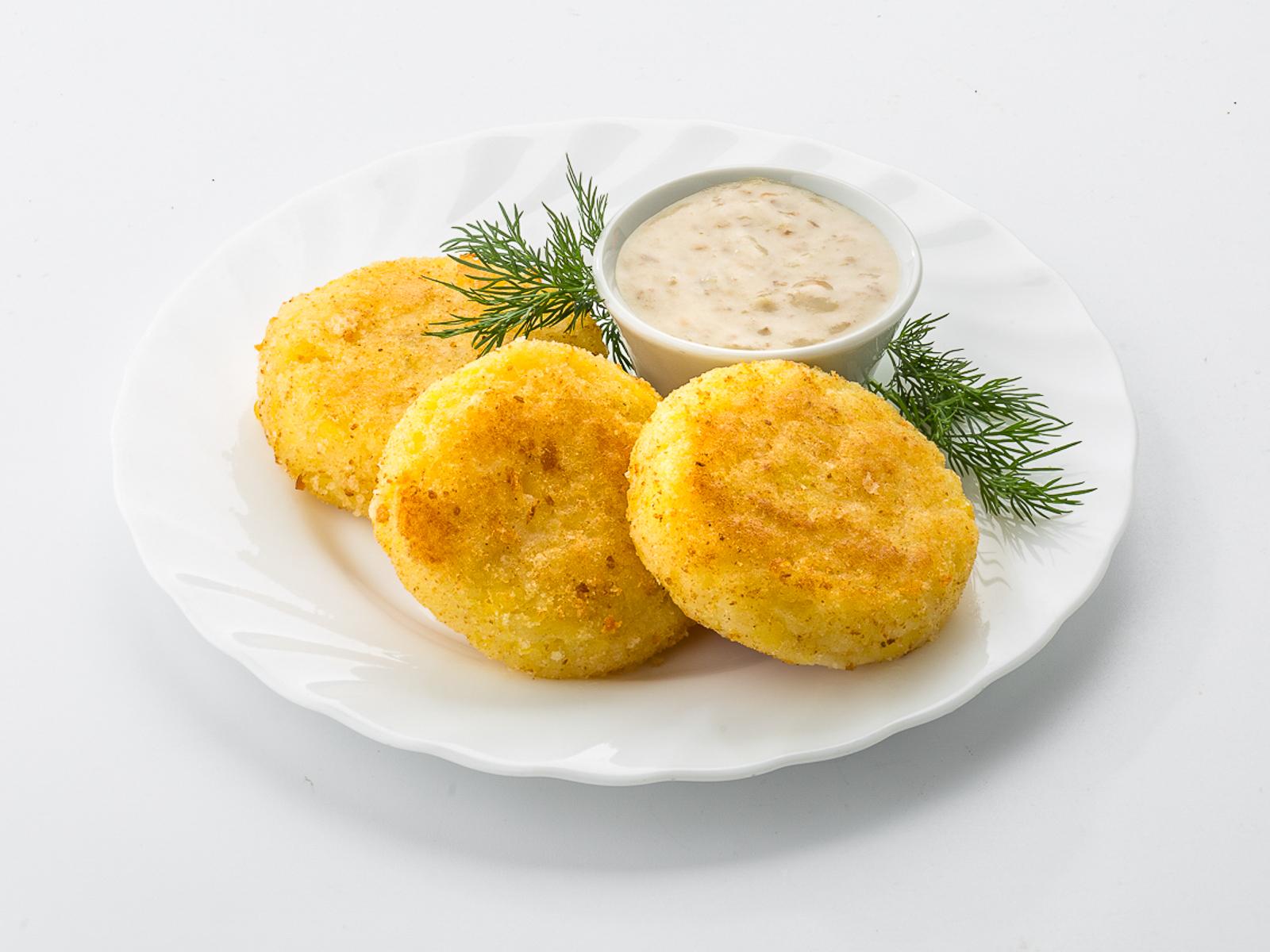 Котлеты картофельные с грибным соусом