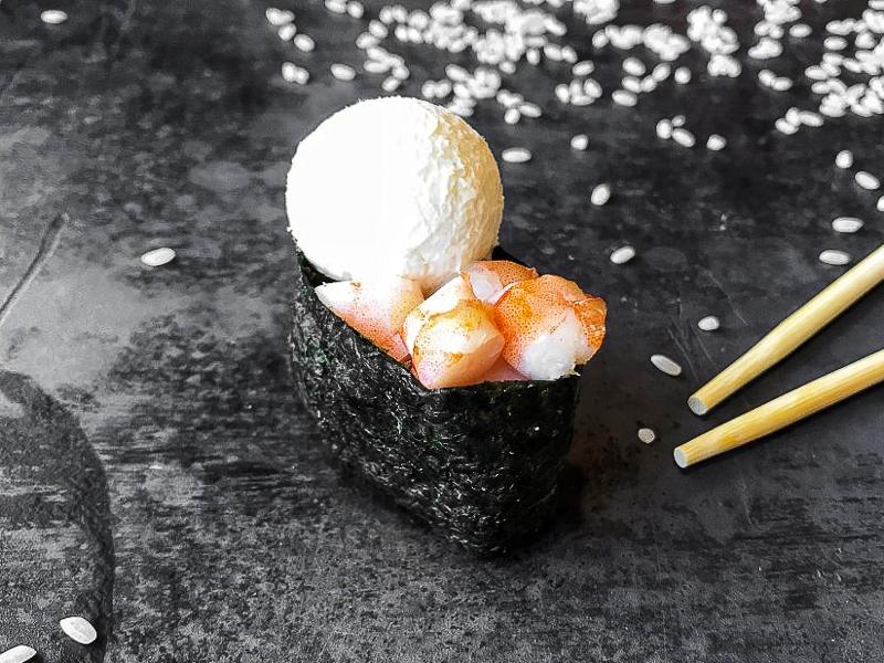 Суши сырные с креветкой
