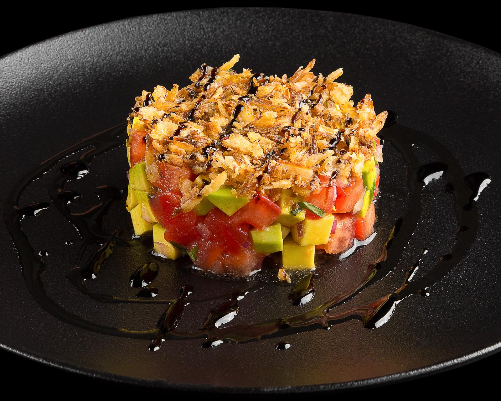 Тартар из помидоров и авокадо