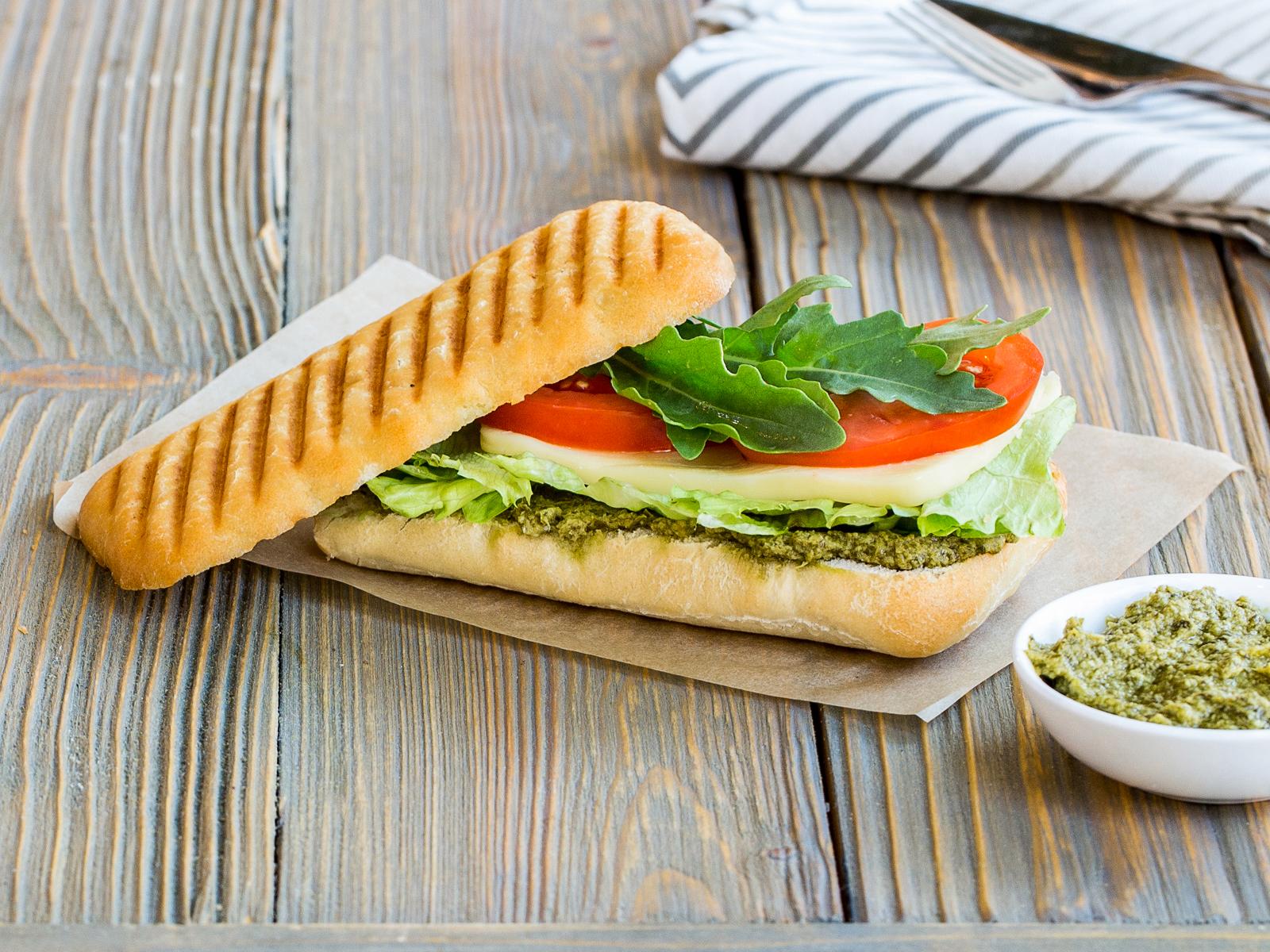 Сэндвич с томатами и сыром Моцарелла