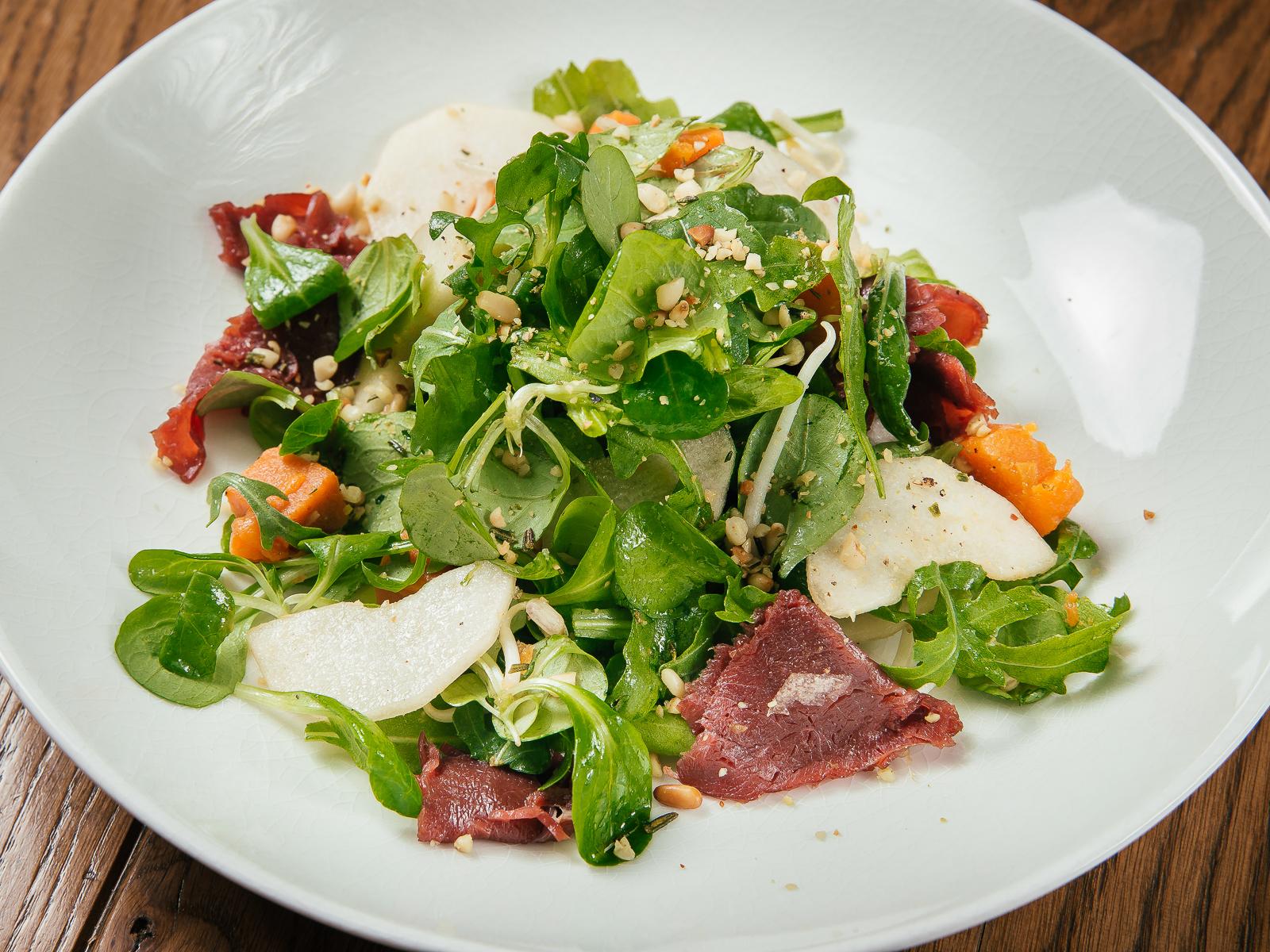 Салат с олениной