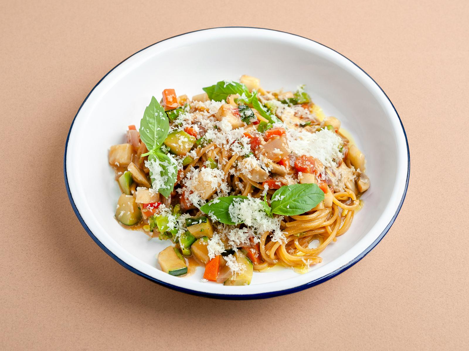 Спагетти китарра Овощи и соус грибной