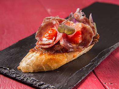Пинчо с салями и вяленными томатами