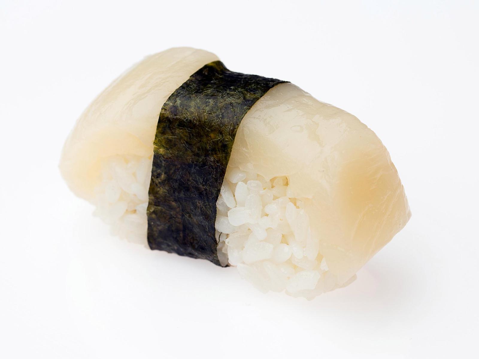 Суши с гребешком