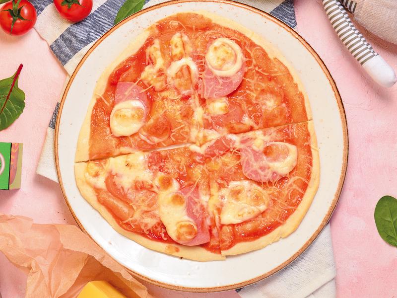 Мини-пицца с ветчиной, сыром и томатным соусом