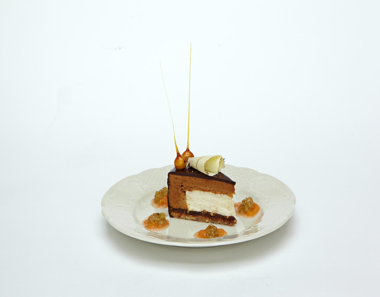 Фундуковый тортъ съ конфектцами пралине