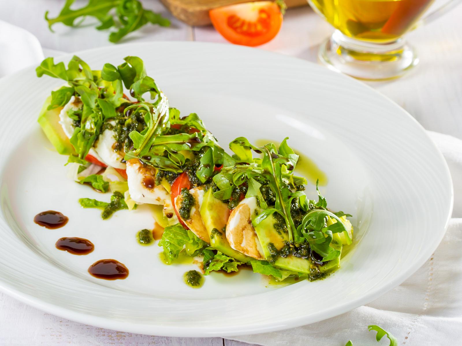 Салат с сыром Моцарелла