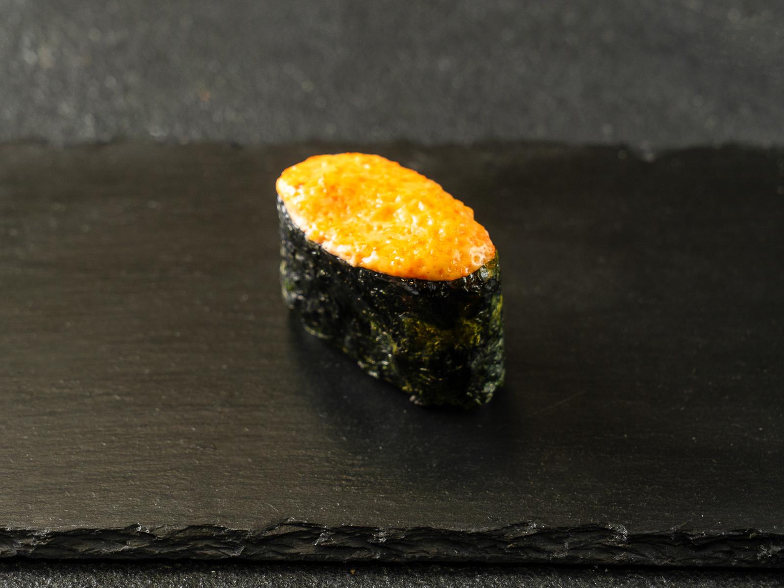 Запеченные суши с тигровой креветкой