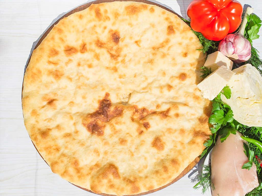 Осетинский пирог с сыром и курицей (1200 г)