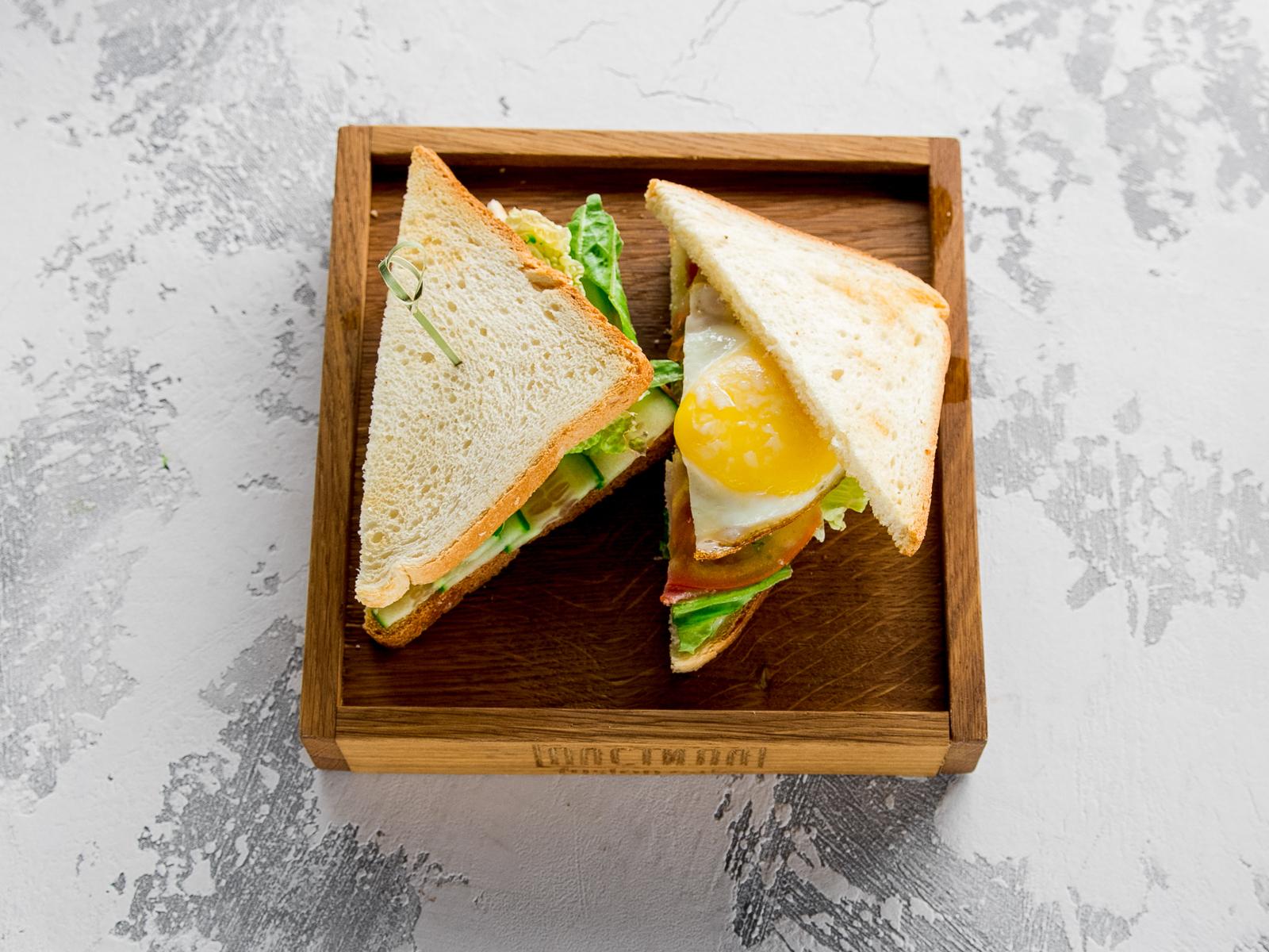 Клаб Сэндвич с беконом и яйцом