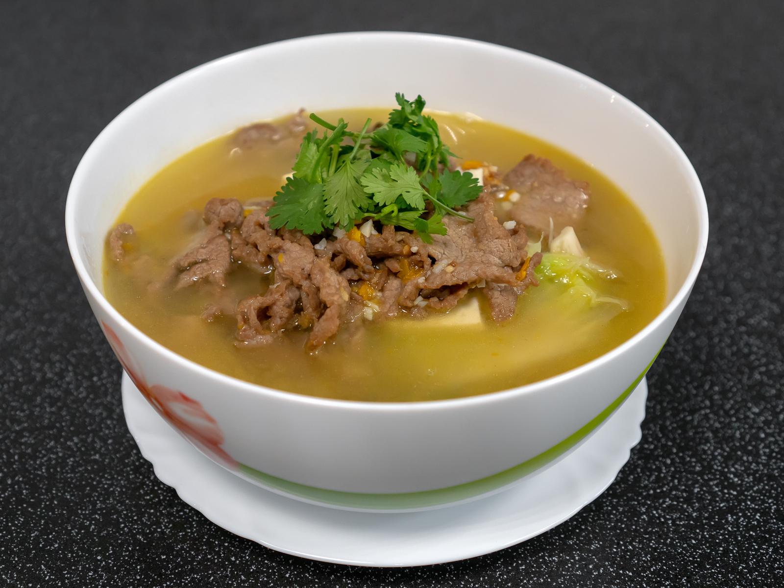 Золотой суп из тушеной говядины с перцем