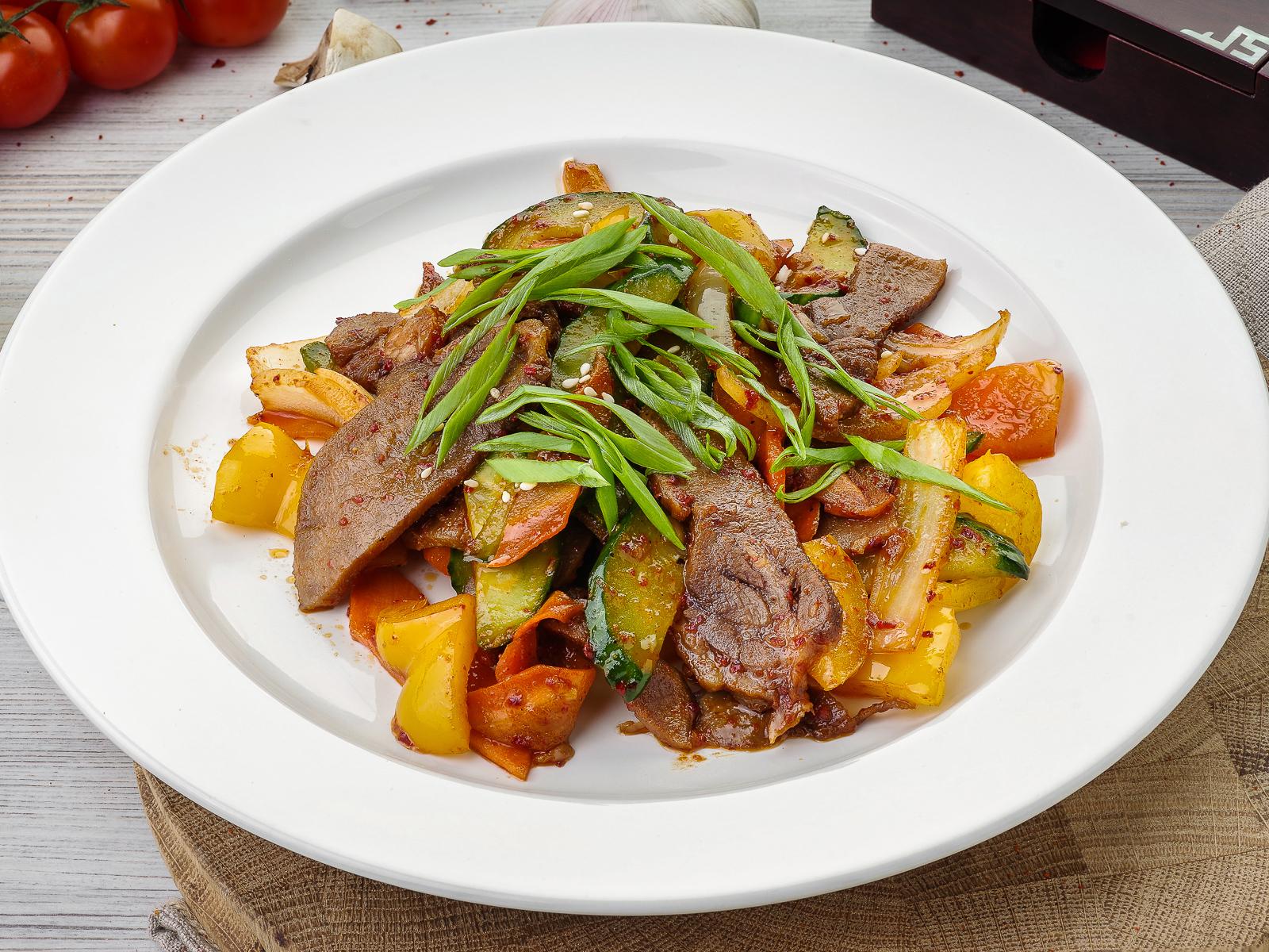 Язык говяжий жареный с овощами