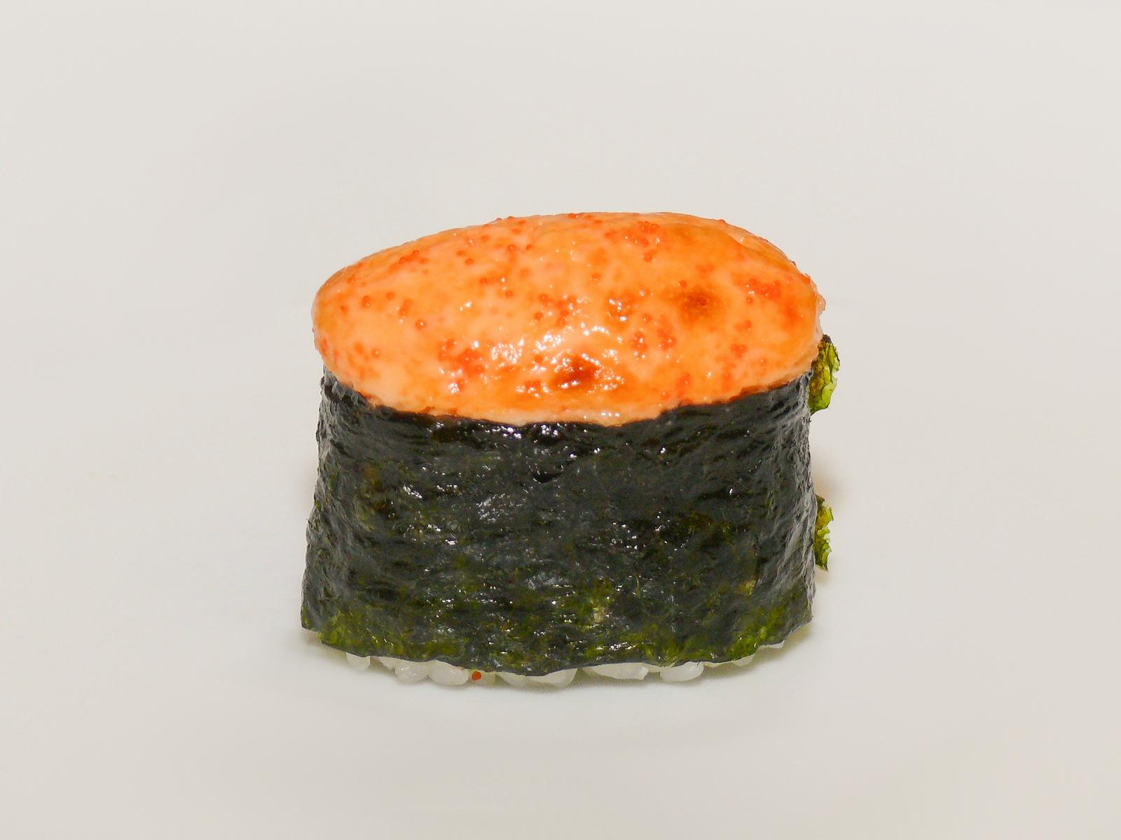 Запеченные суши с окунем