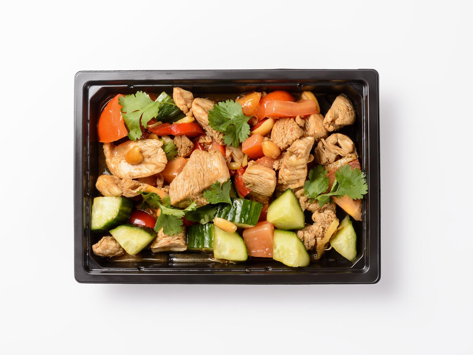 Теплый салат с курицей Гунбао