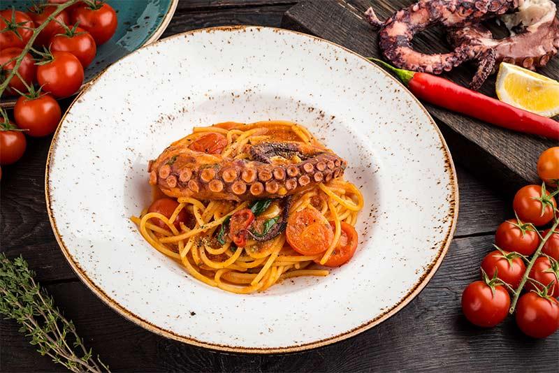Спагетти Арабьята с осьминогом