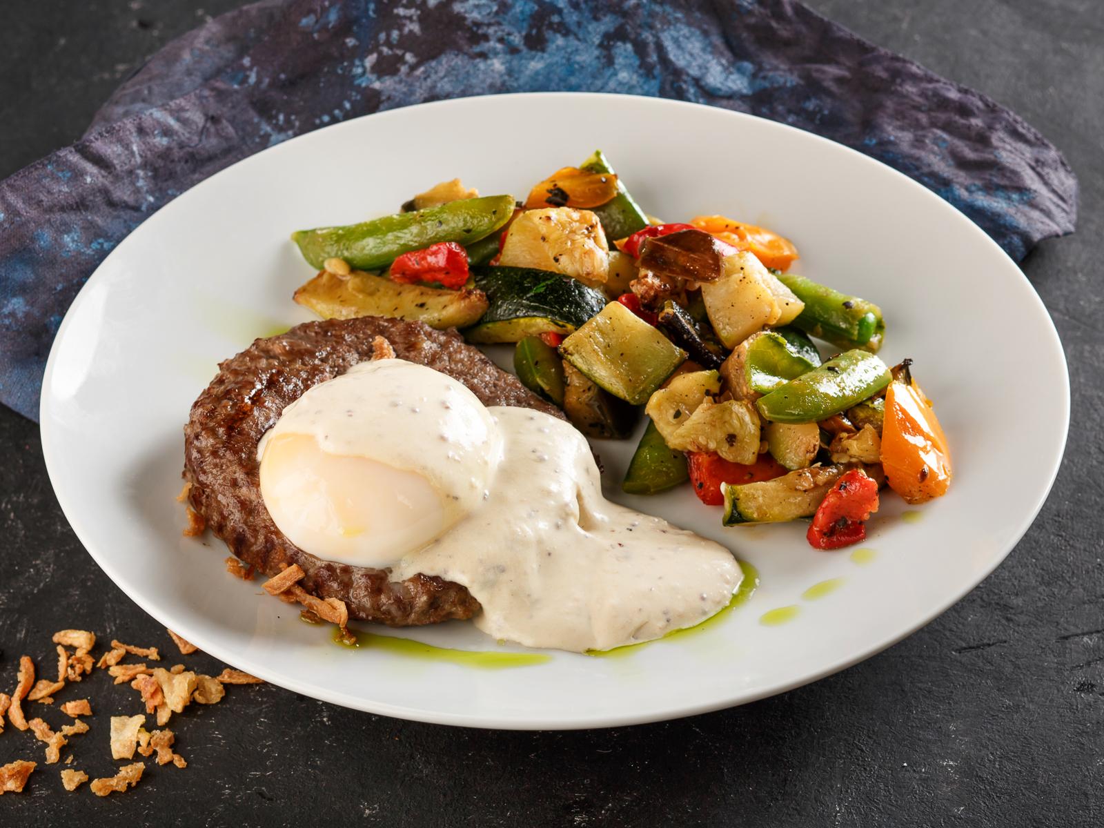 Бифштекс из говядины с овощами гриль