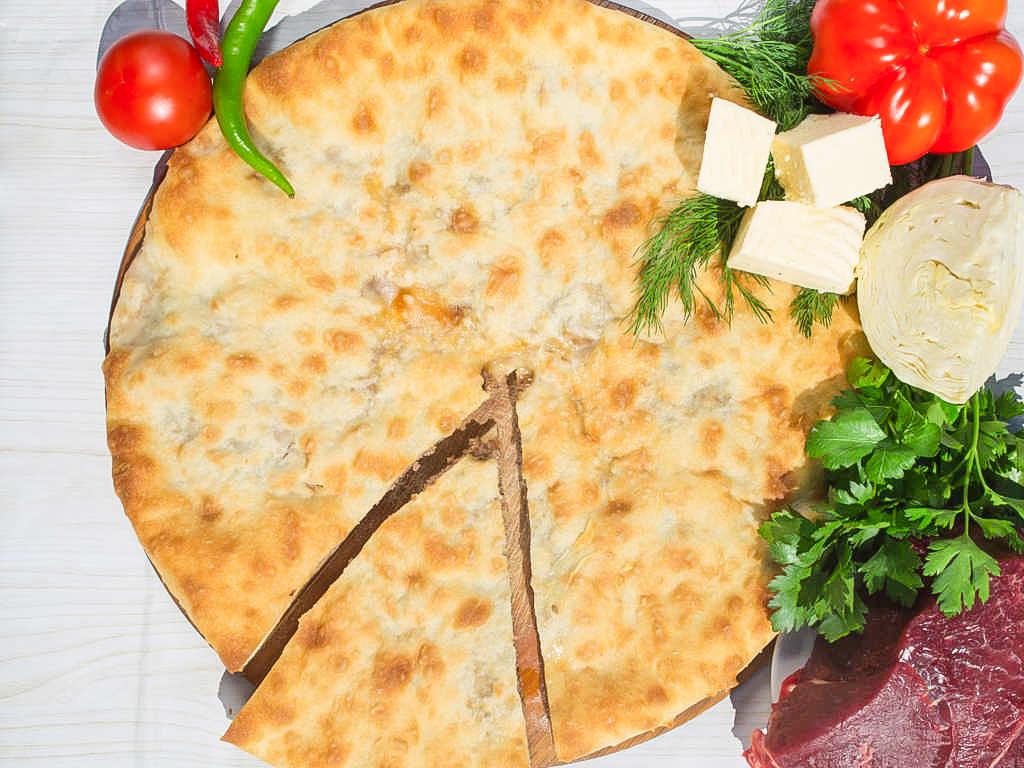 Осетинский пирог с говядиной, капустой и сыром (1200 г)