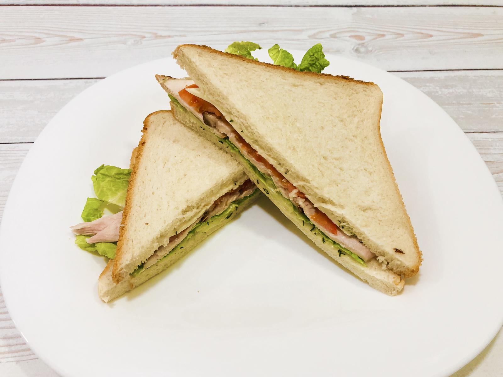Сэндвич с копчёной курицей