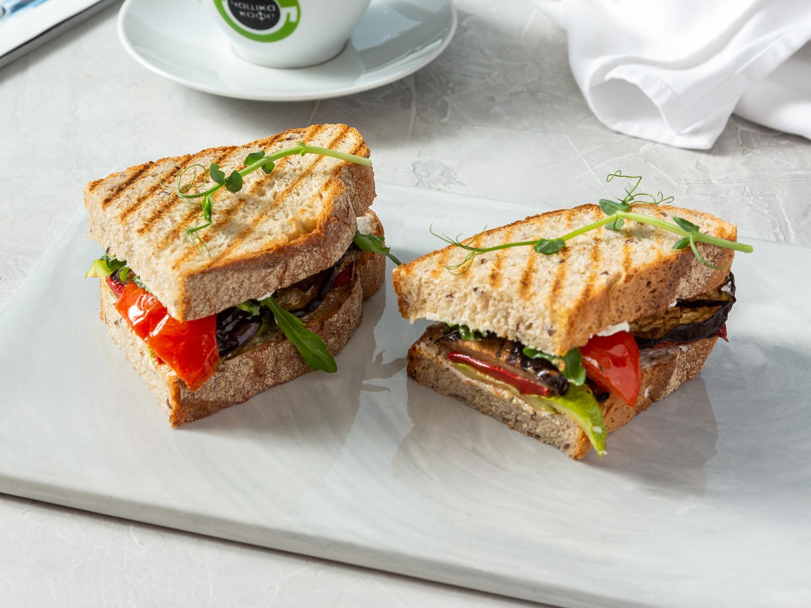 Сэндвич с овощами и болгарским перцем