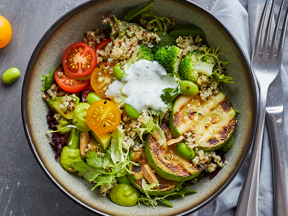Салат Bowl c брокколи и муссом из авокадо