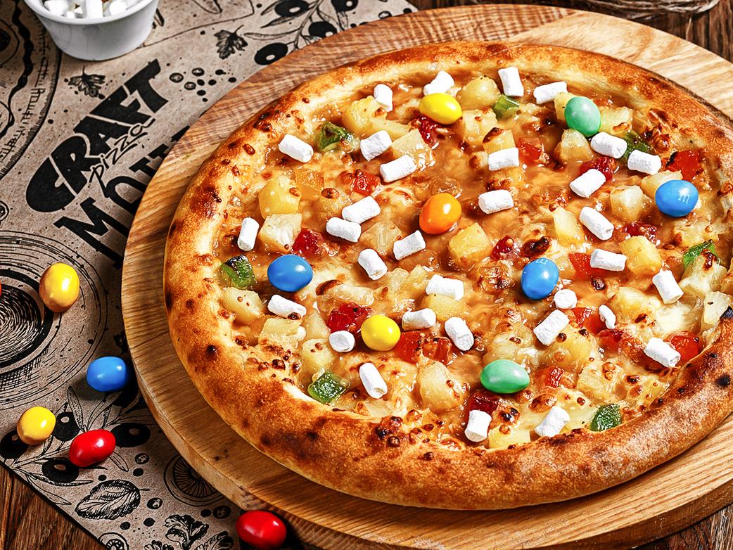 Сладкая пицца с ананасом