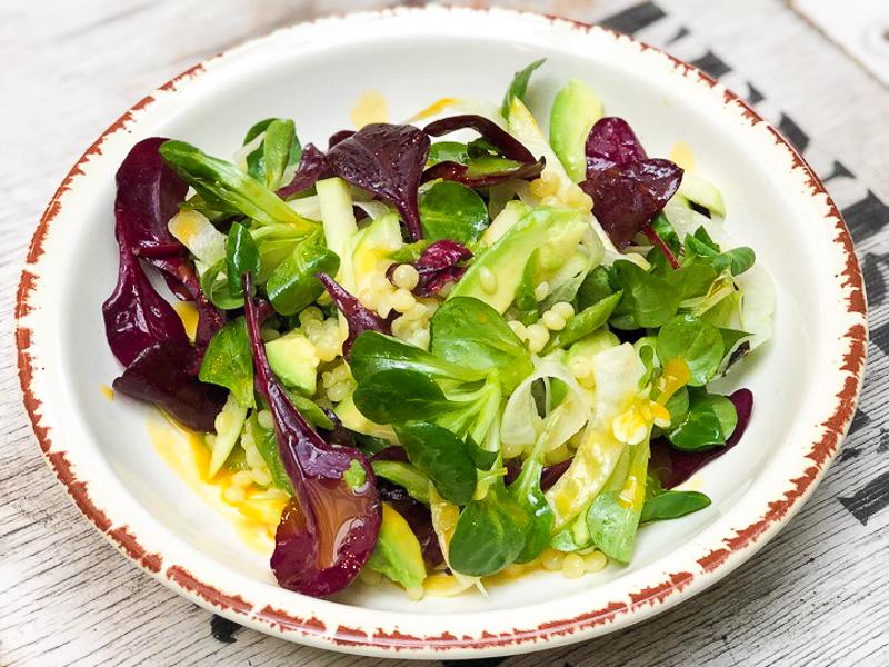 Салат с зеленым яблоком, спаржей и фенхелем