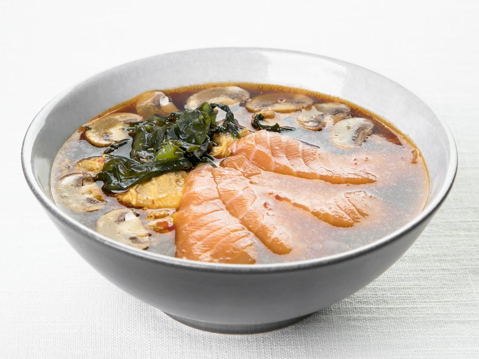 Мисо суп с кимчи и лососем
